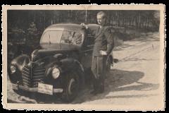 Kurt Matzke mit dem ersten Fahrschulwagen 1946